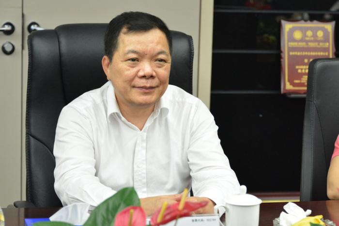 建艺集团董事长兼总裁刘海云在会上介绍集团情况