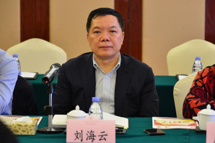 建艺集团董事长兼总裁刘海云出席座谈会